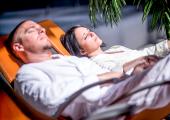 Entspannung im Liegestuhl der Therme (c) Gasteinertal Tourismus GmbH