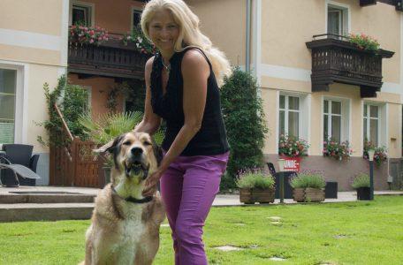 Foto: Urlaub mit Hun in Österreich, Gartenansicht der Reseidenz Gruber
